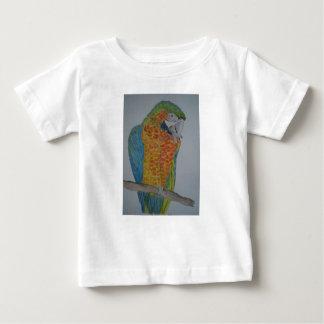 オウム パロット Macaw Parrot chewing on foot Baby T-Shirt