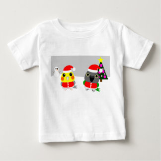 オウム Cockatiel & Senegal parrot as Santa for Christ Baby T-Shirt