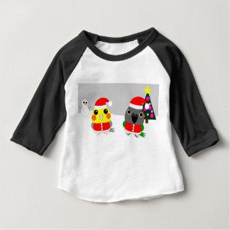 オウム Cockatiel & Senegal parrot as Santa for Christ Baby T-Shirt