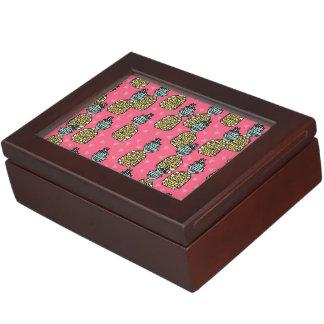 1047447 rpineapple_pink memory box