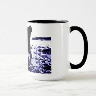15 oz ringer mug black lab playing in water