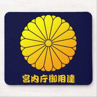 16 eightfold chrysanthemum mouse pad