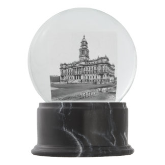 1902 - Old Wayne County Building Detroit Snow Globe