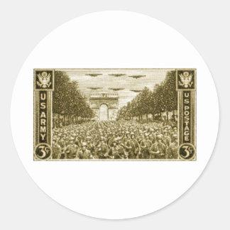 1945 US Troops Under Arc de Triomphe Classic Round Sticker