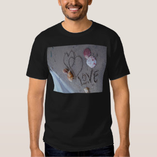 2 Hearts  in the sand with shells with Love Tshirt