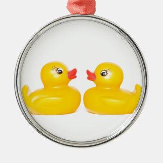 2 rubber ducks in love Silver-Colored round ornament