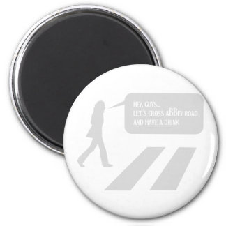 33/5000 A stroll through historic London 2 Inch Round Magnet