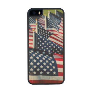 400 flags waving proudly in a field carved® maple iPhone 5 case