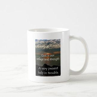 46:1 de psaume - beau lever de soleil au-dessus du mug blanc