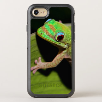 A Baby Green Gecko OtterBox Symmetry iPhone 7 Case