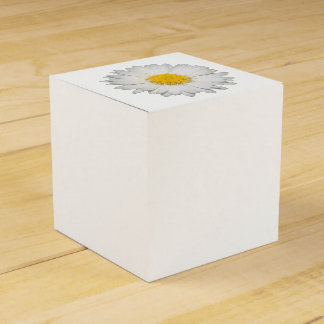 A Beautiful Yellow And Wild White Daisy Favor Box