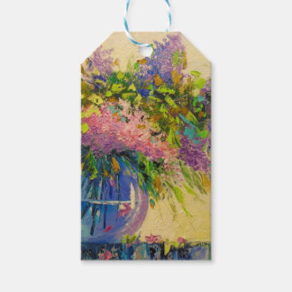 A bouquet of lilacs gift tags