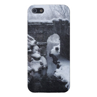 A Couple Walking Under a Snowy Glen Span Arch iPhone 5/5S Case