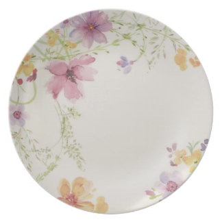 A dinnerware from 5 matching dishes. dinner plate