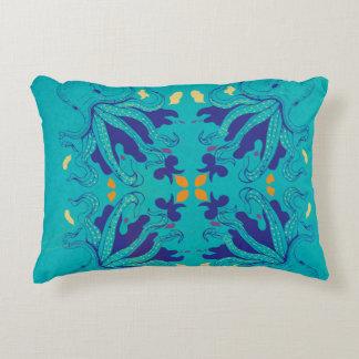 A Exposição do Biologista Artista - El Polpo Decorative Pillow
