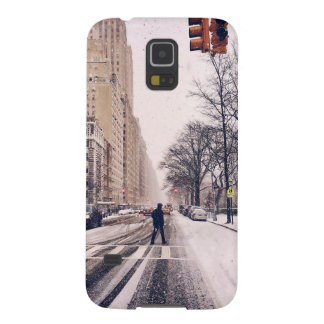 A Man Crossing A Snowy Central Park West Galaxy S5 Case