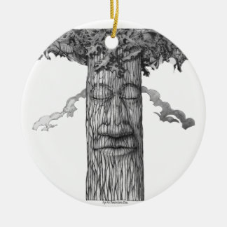 A Mighty Tree Cover &W Round Ceramic Ornament