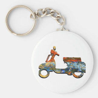 A SCOOTING ALONG KEYCHAIN