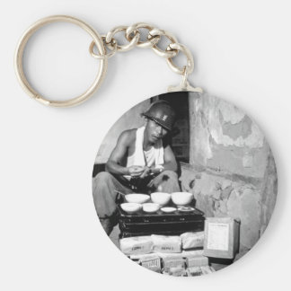 A soldier of the ROK Army eating_War Image Basic Round Button Keychain