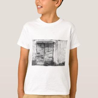 Abandoned shop forgotten bw T-Shirt