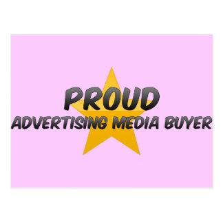 Acheteur fier de supports publicitaires carte postale