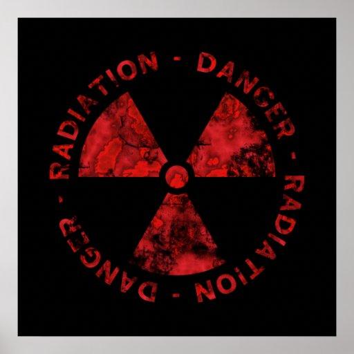 Affiche rouge affligée de symbole de rayonnement