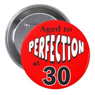 Âgé à la perfection au bouton 30 badge avec épingle