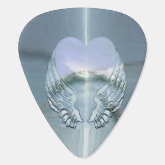 Ailes argentées enroulées autour d'un coeur onglet de guitare