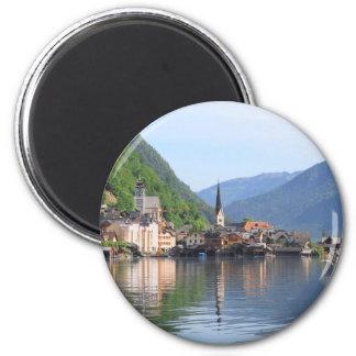 aimant montrant la ville de Hallstatt et le lac,