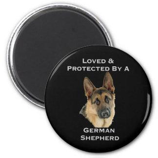 Aimé et protégé par un berger allemand aimants
