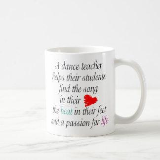 Aimez enseigner la tasse de danse