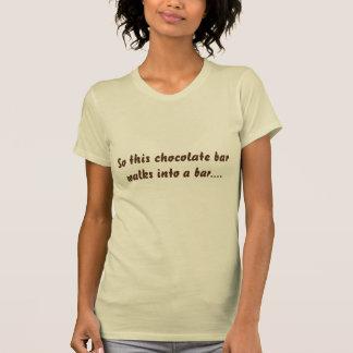 Ainsi ce T-shirt d'amants de chocolat de barre de