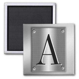 Ajoutez le monogramme sur le regard en métal avec  aimants