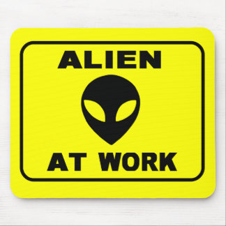 alien at work  2 mouse pad