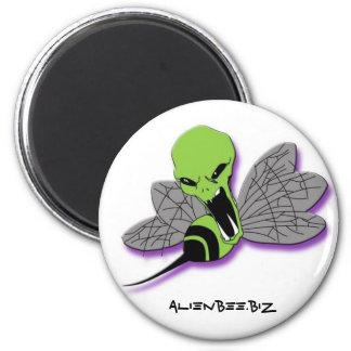 Alien Bee Round Magnet