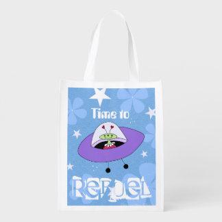 Aliens d'espace - heure de réapprovisionner en sacs d'épicerie réutilisables