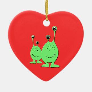 Aliens verts, UFO, petits hommes verts Ornement Cœur En Céramique