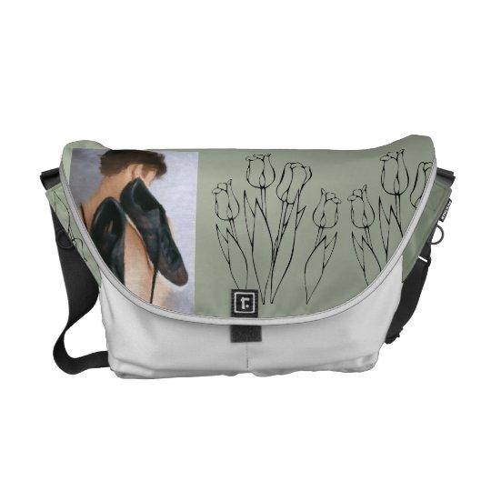 All praticidade and beauty messenger bag