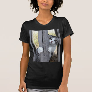 Alley cat niyan good fortune< While fleeing > T-Shirt