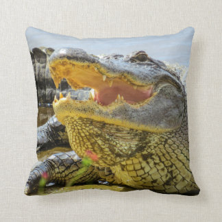 Alligator. Face to face Throw Pillow
