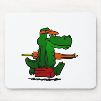 Alligator going to the beach mouse pad