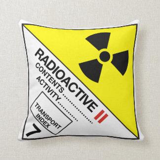 Almofada Radioativa Throw Pillow