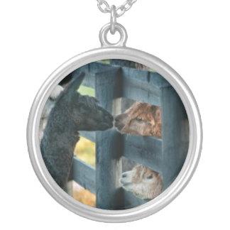 Alpaca kissing pendant