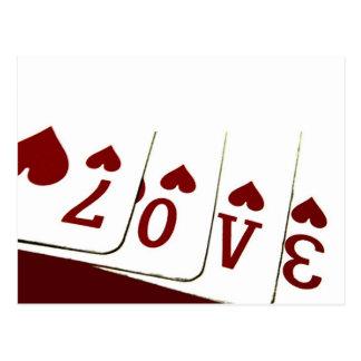 Amour dans des cartes de jeu de coeur cartes postales