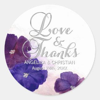 Amour et mercis floraux violets de mariage de sticker rond