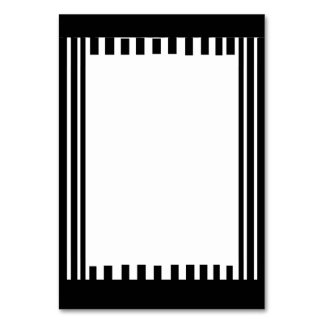 AN ATTRACTIVE BLACK AND WHITE TABLE CARD