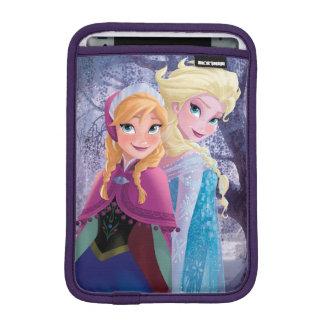 Anna and Elsa   Holding Hands iPad Mini Sleeve