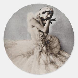 Anna Pavlova Posed en Pointe Round Stickers