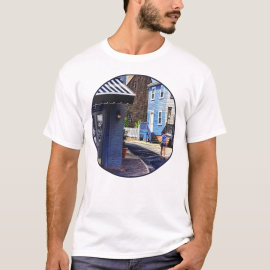 Annapolis MD - Strolling Along Pinkney Street T-Shirt