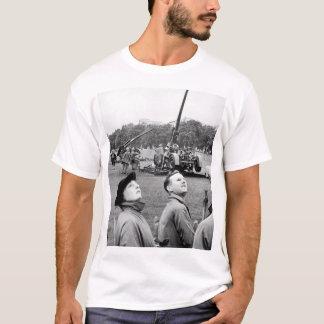 Anti-aircraft guns in Hyde Park go into_War image T-Shirt